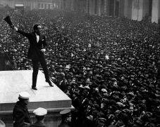 Douglas_Fairbanks_at_third_Liberty_Loan_rally_HD-SN-99-02174.JPEG
